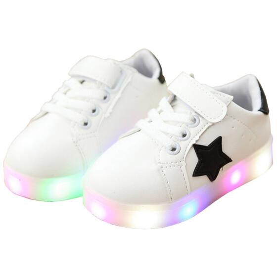 20a0f7a6 Детская обувь Мальчики и девочки Красочные мигающие светодиоды Блестящие  туфли для детей Антискользящие модные корейские кроссовки