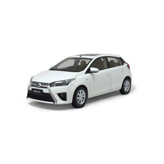 1:18 scale Toyota Yaris L 2014 diecast model car white